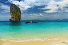 Praia tropical, mar de Andaman, Tailândia Fotos de Stock Royalty Free