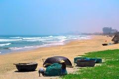 Praia vazia do Da Nang em Vietname imagem de stock