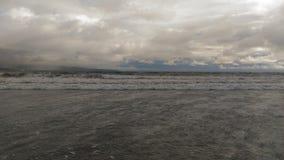 Praia vulcânica de Havaí foto de stock