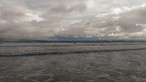 Praia vulcânica de Havaí foto de stock royalty free