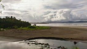 Praia vulcânica de Havaí imagem de stock