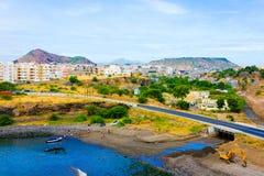 Praia zatoki krajobraz, przylądka Verde kapitał, sąsiedztwo, budynki i slamsy, fotografia stock