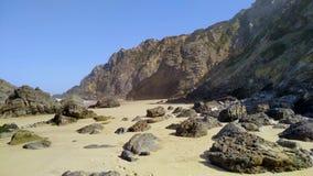 PraiaAdraga strand nära Sintra på Atlantic Ocean kostnad, Portugal lager videofilmer