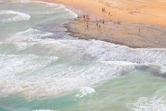 Praias bonitas da costa espanhola a andar e apreciar Fotos de Stock