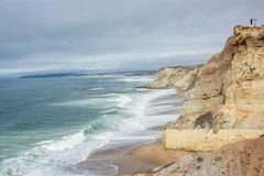 Praias na costa ocidental portuguesa de Almagreira ao d'El Rei do Praia (a Praia do rei) Fotos de Stock