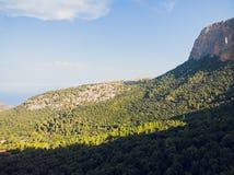 Praias rochosas na ilha de Mallorca da parte nortenha, Spai foto de stock