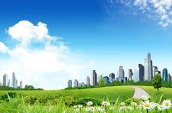 Prairie avec la ville Photos libres de droits