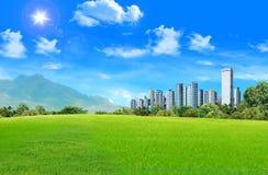 Prairie avec la ville Image libre de droits