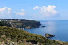 Praja母马、南意大利、卡拉布里亚、海和峭壁 库存照片