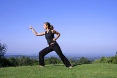 Praktisera själv för kvinna - försvar fotografering för bildbyråer