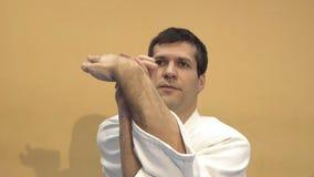 Praktiserande aikido för man, ultrarapid lager videofilmer
