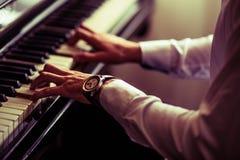 Praktiserande spela för piano Royaltyfri Fotografi
