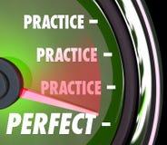 Praktyka Robi Perfect szybkościomierzowi Mierzyć miarę występu Na Zdjęcie Royalty Free