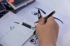 Praktyki rzęsy rozszerzenie na płytce Sztuczni baty, praca dowcip fotografia royalty free