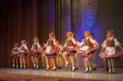 ?Pralesachki? participa com dança popular Imagem de Stock