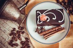 Pralina con caffè sul piatto immagine stock libera da diritti