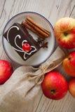 Pralina del cacao sul piatto fotografia stock libera da diritti