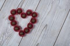 Pralina di forma del cuore per il giorno del ` s del biglietto di S. Valentino immagine stock libera da diritti