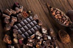 Praline czekolada na drewnianym backgroud fotografia royalty free