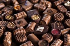 Praline czekolada na drewnianym backgroud obraz stock