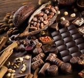 Praline czekolada na drewnianym backgroud zdjęcie stock