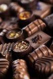 Praline czekolada na drewnianym backgroud fotografia stock