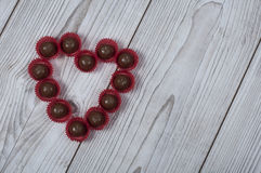Praline de forme de coeur pour le jour du ` s de Valentine Images libres de droits