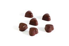 Praline en forme de coeur de chocolat d'isolement sur le fond blanc Photo libre de droits