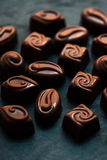 Praline-süße Tapete in der hohen Auflösung Dunkles chocola Stockbilder
