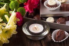 Praline und Blumen Lizenzfreies Stockbild