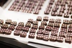 Pralinen am Süßigkeitengeschäft lizenzfreie stockfotos