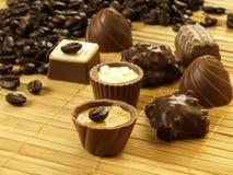 Pralines com grãos de café Imagem de Stock
