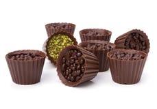 Pralines de chocolat d'isolement sur le fond blanc Photos libres de droits