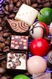Pralines de chocolat et grains de café Photo libre de droits
