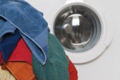 Pralka z barwioną pralnią Fotografia Royalty Free