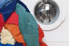Pralka z barwioną pralnią Zdjęcia Stock