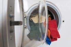 Pralka z barwioną pralnią Zdjęcie Stock