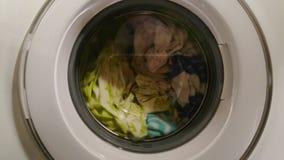 Pralniany maszynowy domycie odziewa, gospodyni domowej życie codzienne zdjęcie wideo