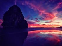 在Pranang海滩的日落 Railay,甲米府泰国 库存照片