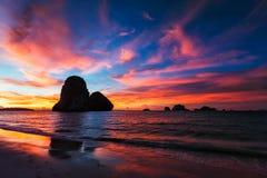 在Pranang海滩的日落 Railay, krabi,泰国 库存图片