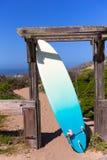 Prancha de Califórnia na praia na rota 1 da estrada de Cabrillo Imagem de Stock Royalty Free