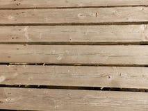 Pranchas ásperas, velhas, de madeira, como um fundo e uma textura imagens de stock
