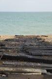 Pranchas de lançamento Tarred com fundo do mar Foto de Stock