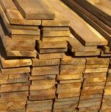 Pranchas de madeira da madeira serrada para a construção Fotografia de Stock Royalty Free