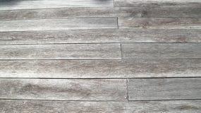 Pranchas de madeira exteriores que pavimentam o fundo Fotos de Stock Royalty Free
