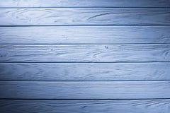 Pranchas de madeira pintadas no fundo ciano fotos de stock