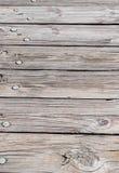 Pranchas velhas, rachadas, desvanecidas da madeira com pregos da árvore e knothole Imagens de Stock