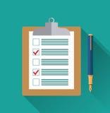 Prancheta com formulário vazio da lista de verificação, ilustração royalty free