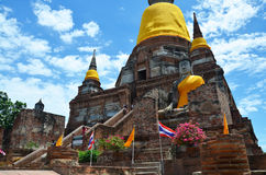 Prang και άγαλμα του Βούδα του chai yai Wat mongkhon Στοκ Εικόνες