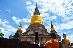 Prang και άγαλμα του Βούδα του chai yai Wat mongkhon Στοκ Φωτογραφίες